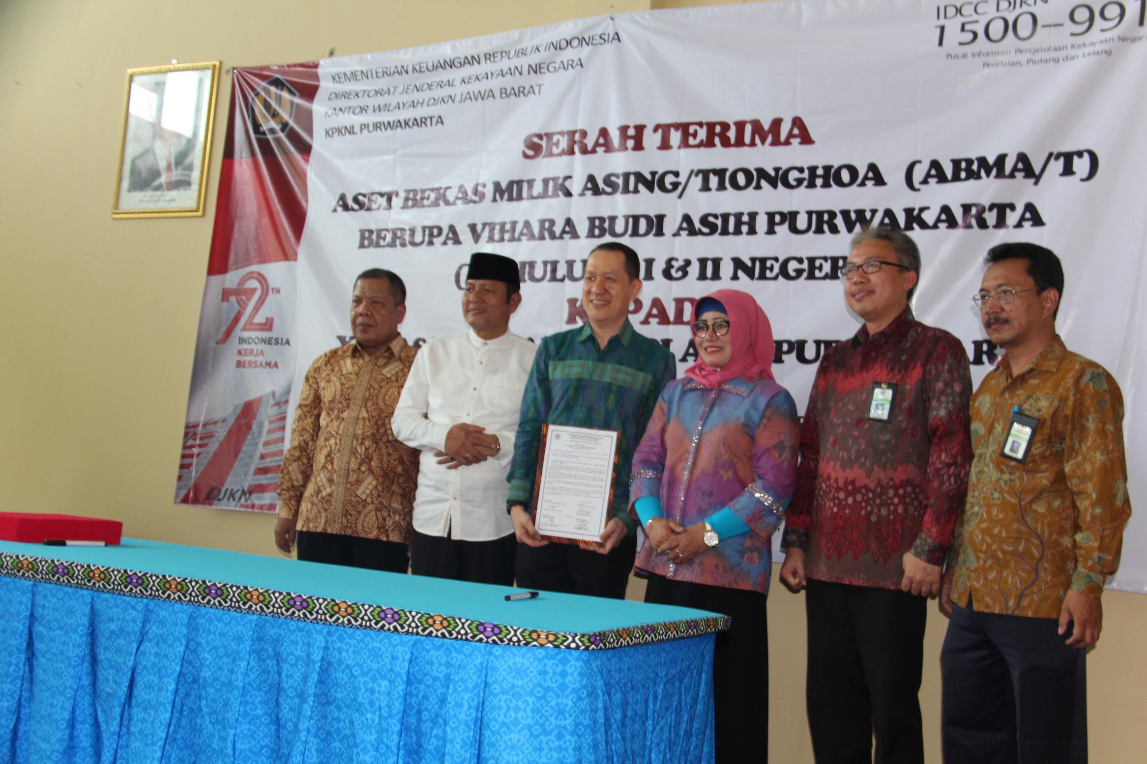 Kepala Kanwil DJKN Jawa Barat Serahkan Aset Bekas Milik Asing/Tionghoa untuk Rumah Ibadah