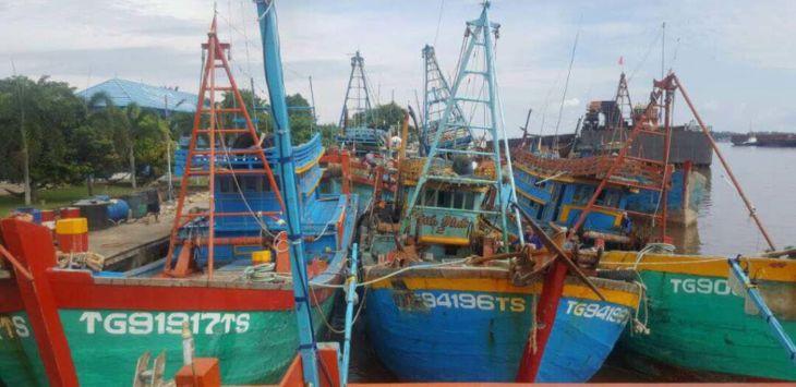 Tenggelamkan Kapalnya, Lelang Ikannya !  (Mengakhiri Polemik Penyelesaian Barang Bukti Hasil Illegal Fishing)