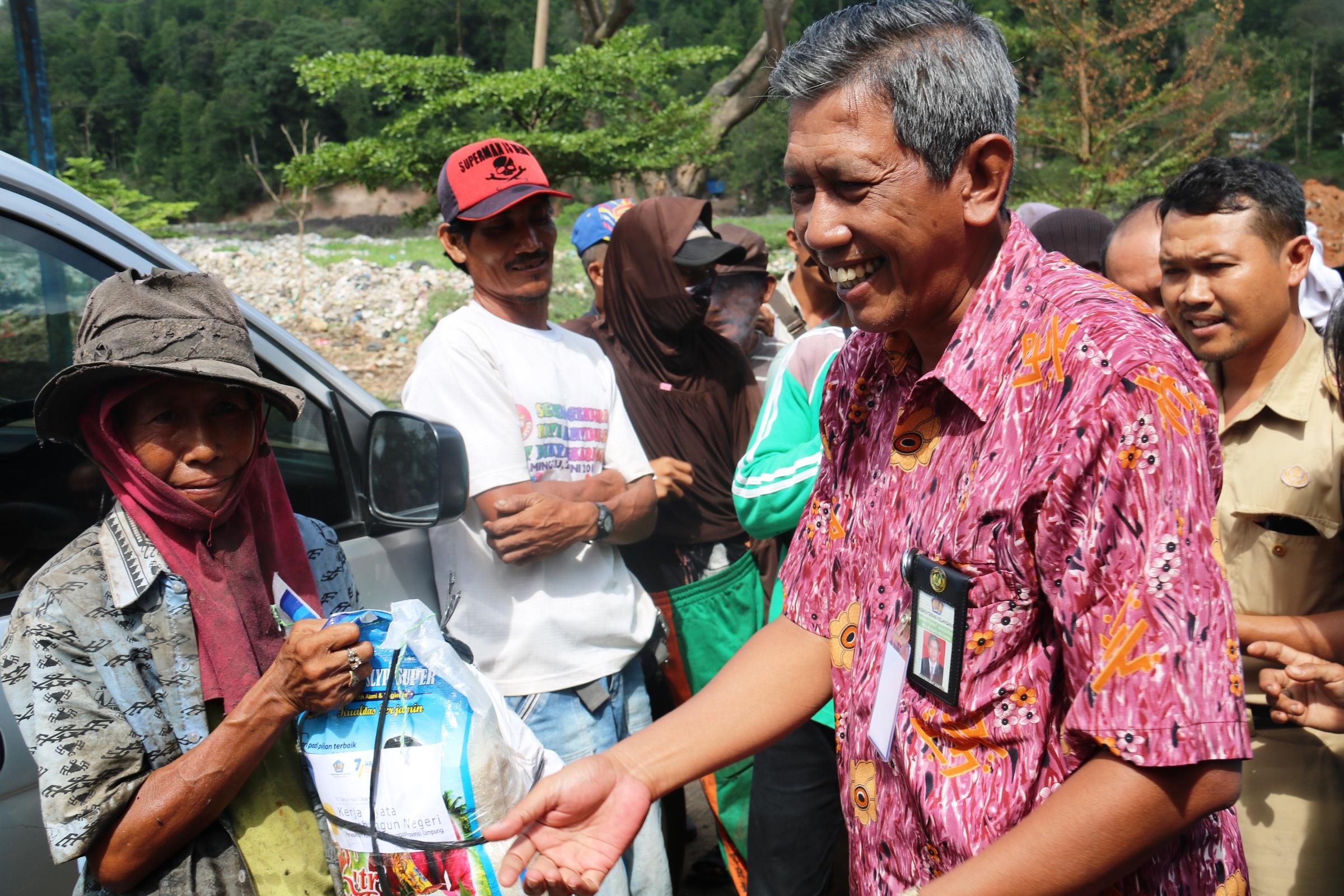 Menyambut Hari Oeang ke-71, Kanwil Lampung Dan Bengkulu Lakukan Bhakti Sosial
