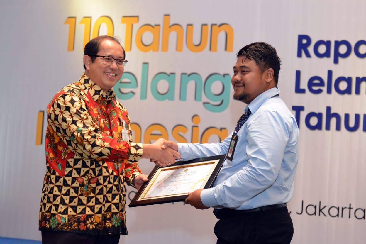 Salah satu pejabat lelang  KPKNL Bekasi meraih peringkat 3 Pejabat lelang berkinerja terbaik tahun 2017