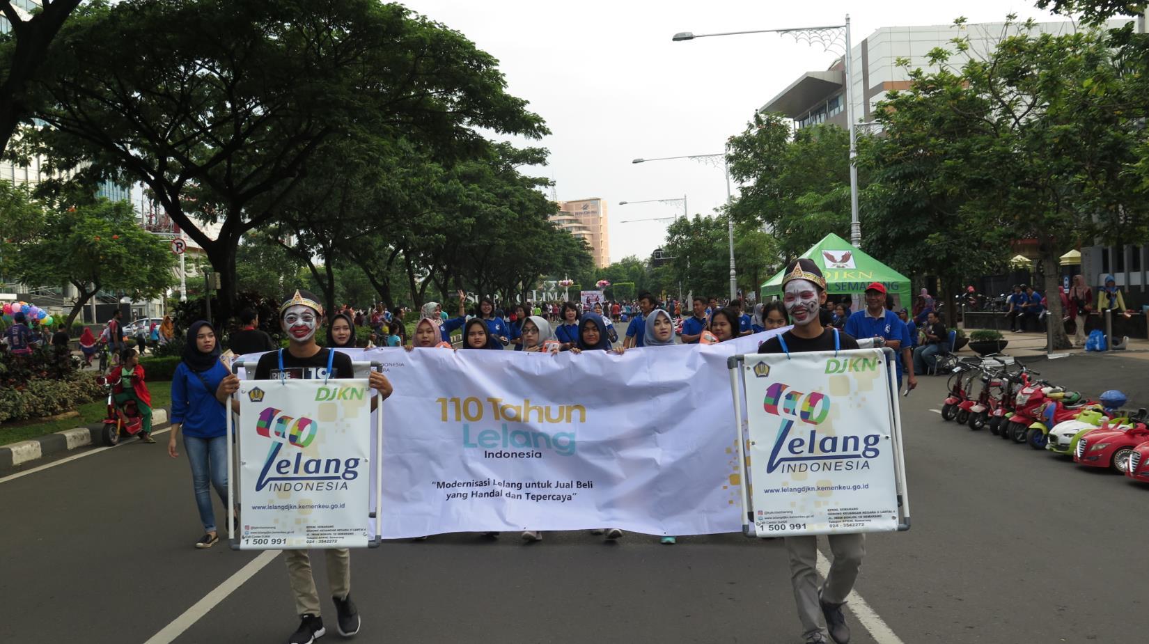 Kenalkan Lelang pada Warga Semarang di CFD Simpang Lima Semarang
