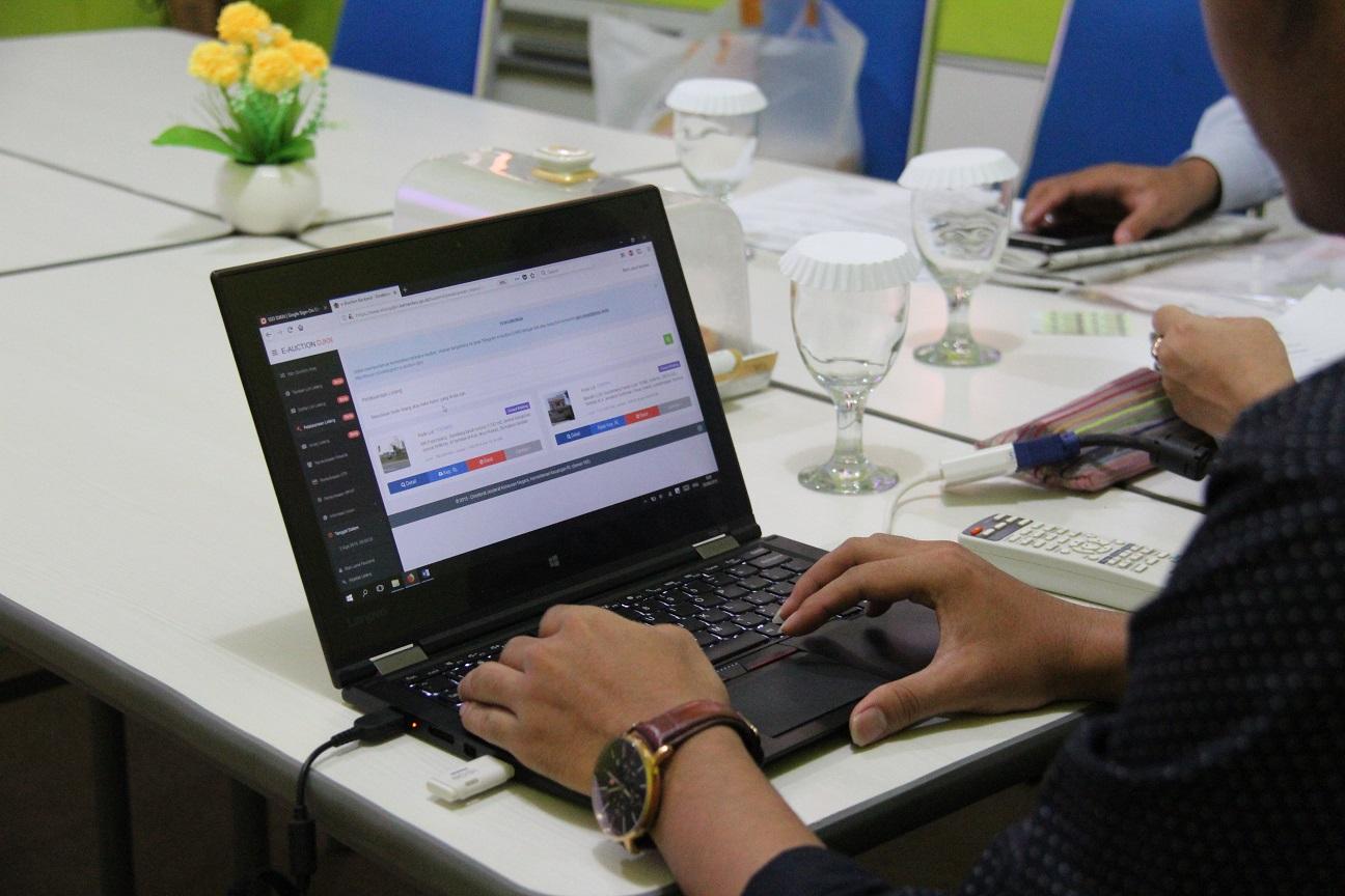 Dengan e-auction Lelang menjadi Terbuka dan Kompetitif