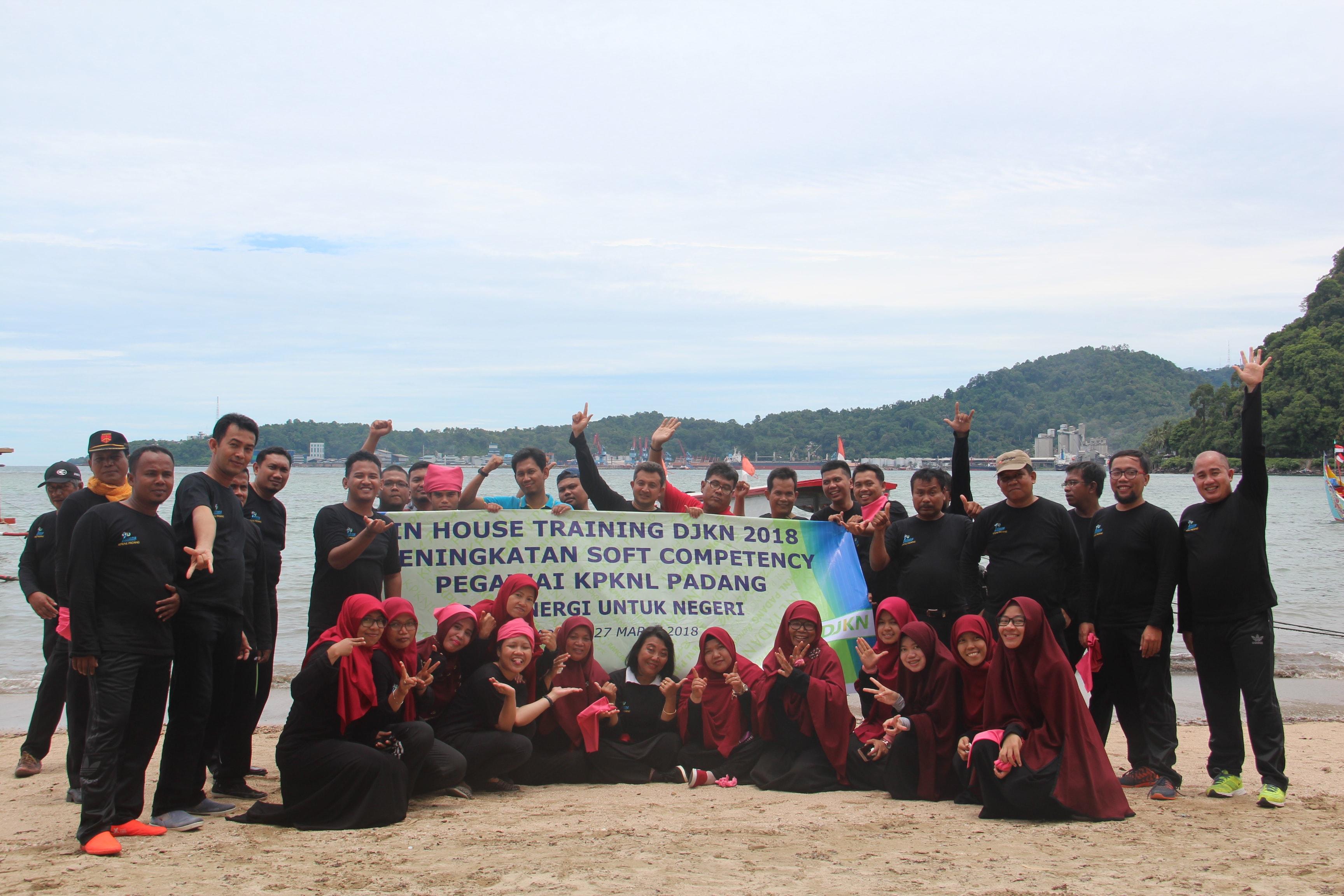 IHT Seru di Pinggir Pantai Bersama KPKNL Padang