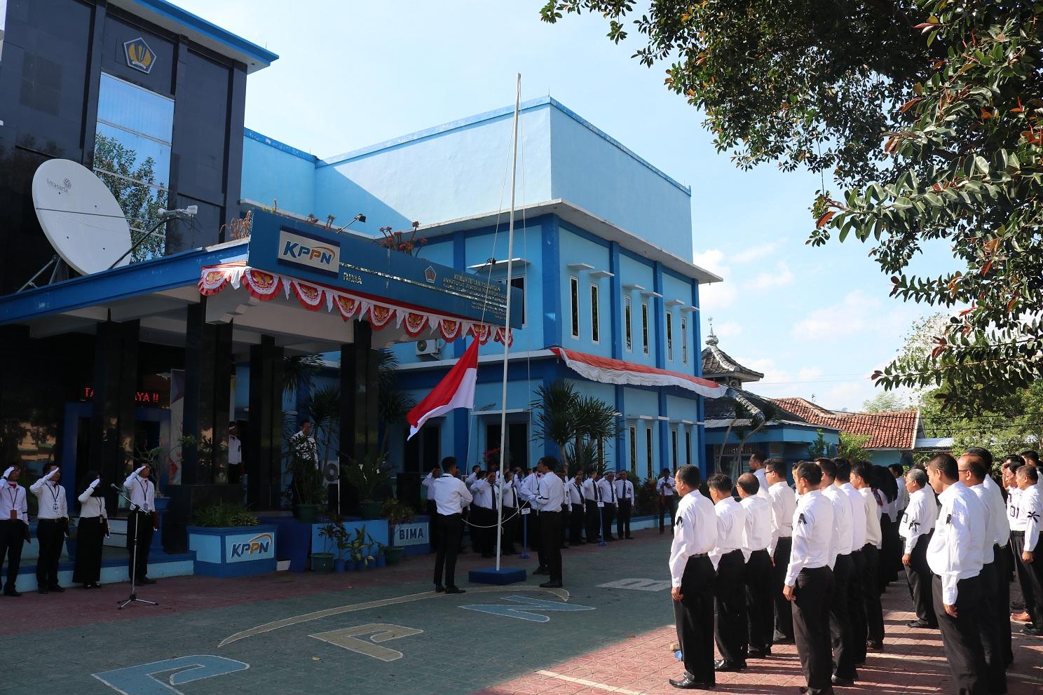 Instansi Vertikal Kementerian Keuangan di Bima mengadakan Upacara Peringatan HORI ke-72