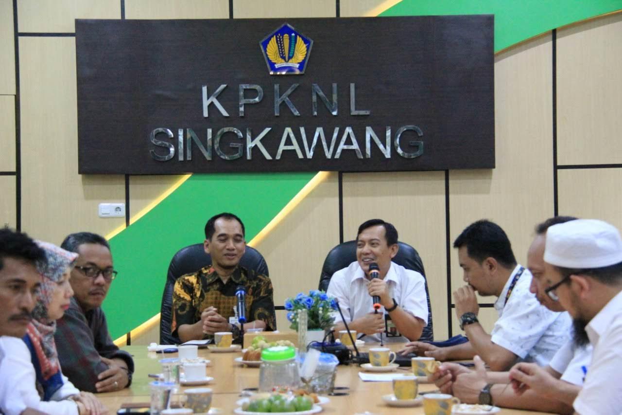 Kantor Pusat DJKN lakukan Sosialisasi dan Pembinaan Kearsipan di KPKNL Singkawang
