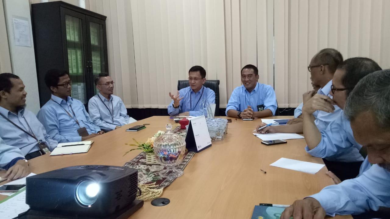 Kepala KPKNL Bekasi Berbagi Cerita Sukses Predikat WBK Kepada Tim KPKNL METRO dan Tim KPKNL MAMUJU