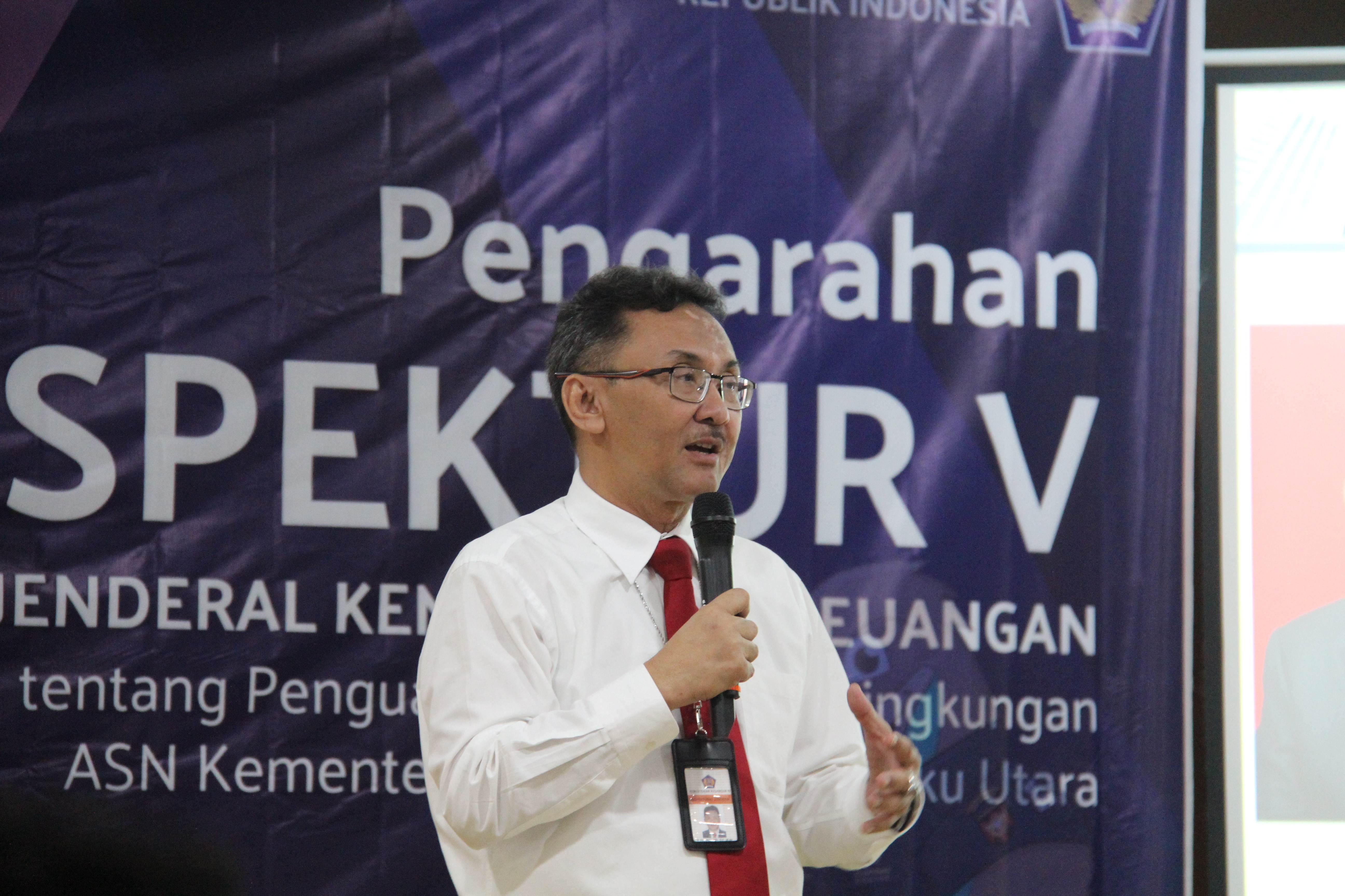 Inspektur V Berikan Pengarahan ke Pegawai Kementerian Keuangan Maluku Utara