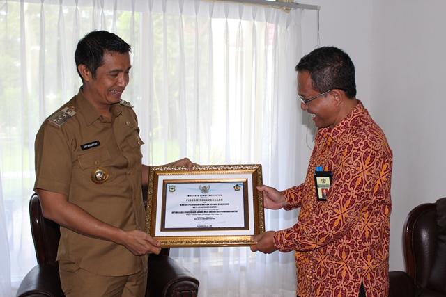 Bantu Benahi Aset Daerah, KPKNL Pematangsiantar Terima Piagram Penghargaan Walikota