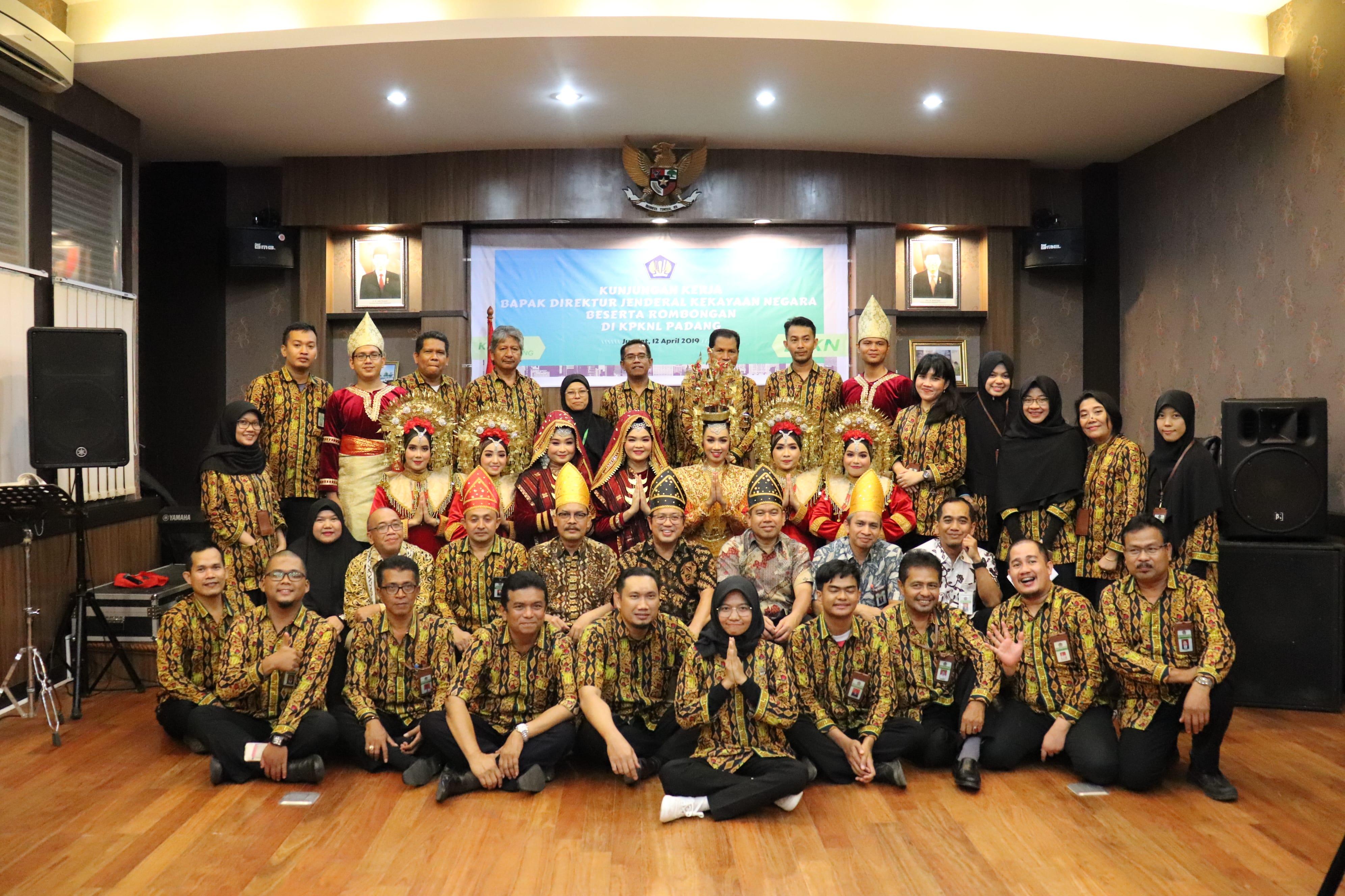 Kolaborasi Rancak Pegawai KPKNL Dalam Pentas Seni Ranah Minang