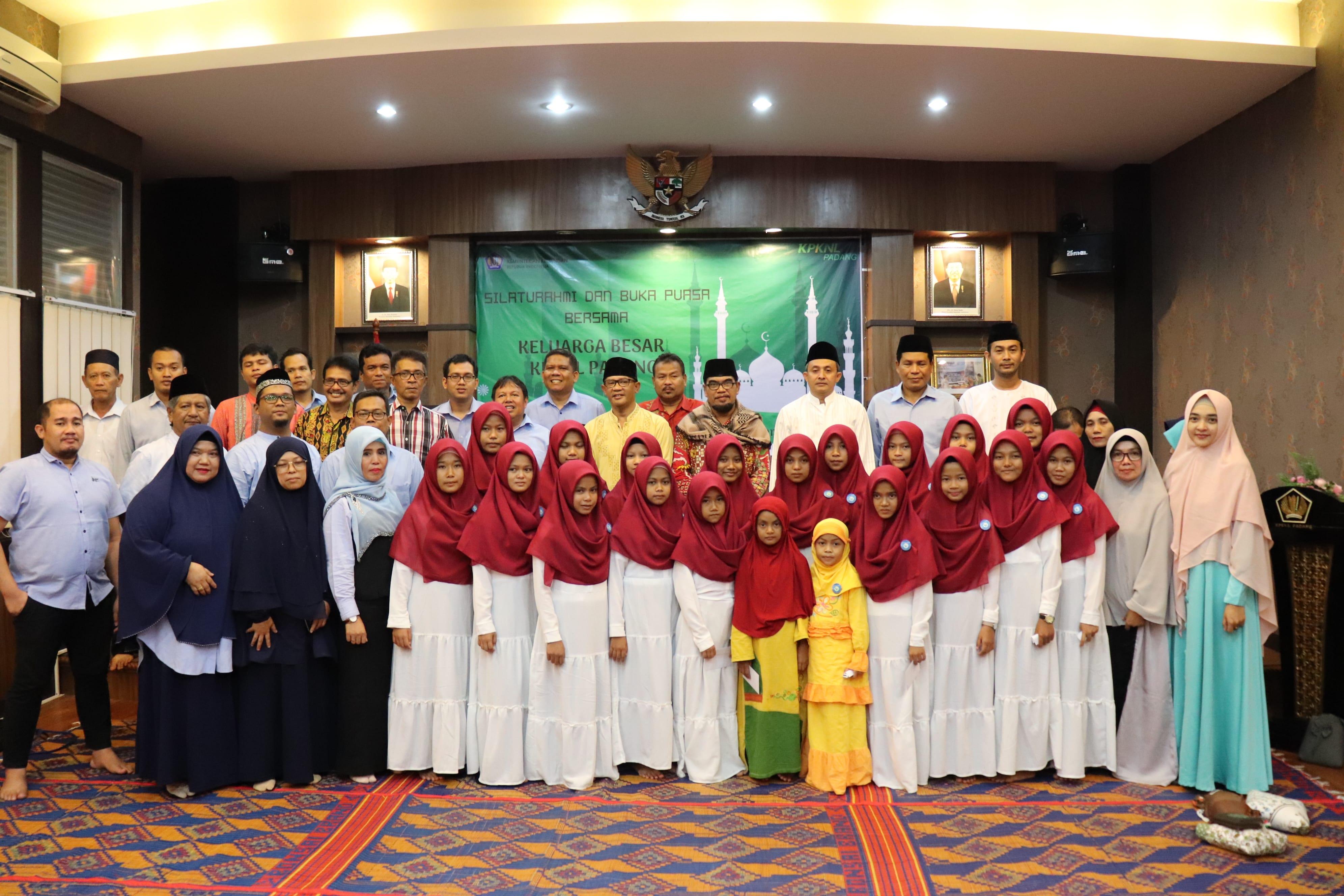 Indahnya Berbagi Di Bulan Ramadhan, KPKNL Padang Jalin Silaturahmi Dan Buka Puasa Bersama Anak-Anak Yayasan Panti Asuhan