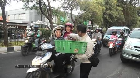 Bagi Takjil KPKNL Tangerang I