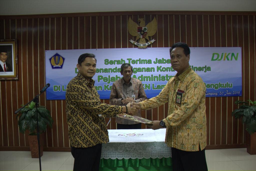 Serah Terima dan Penandatanganan Kontrak Kinerja Pejabat Administrator di Lingkungan Kantor Wilayah DJKN Lampung Dan Bengkulu