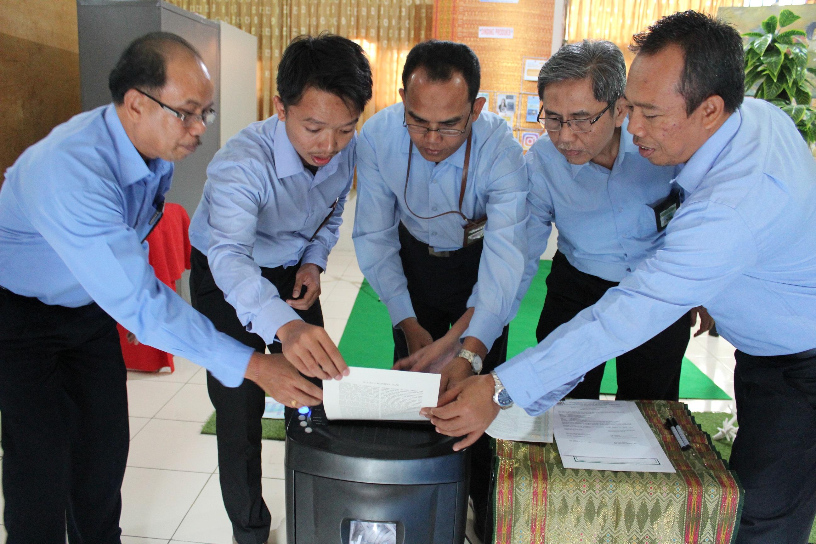 Tertib Administrasi Lelang, KPKNL Bima Musnahkan Security Paper