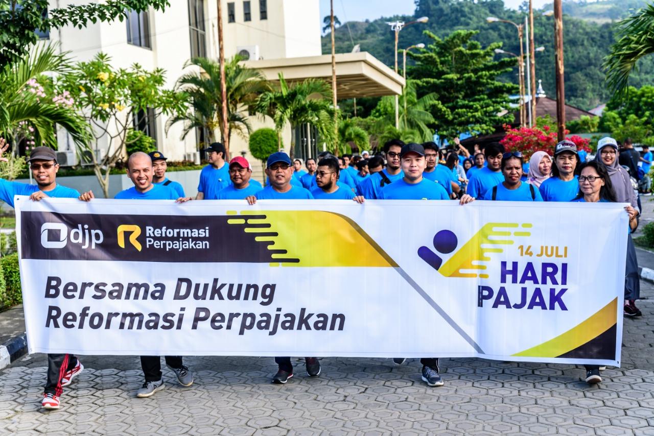 Kanwil DJKN Papua, Papua Barat, dan Maluku menghadiri kegiatan Jalan Sehat dalam rangka Peringatan Hari Pajak Tahun 2019