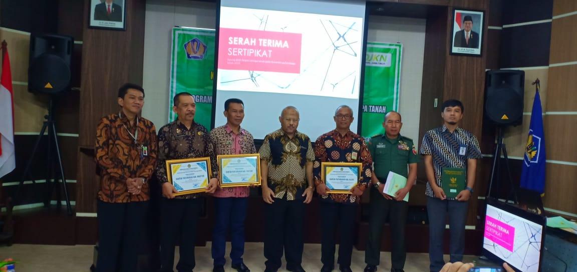 KPKNL Madiun Terima Piagam Penghargaan atas Pelaksanaan Sertipikasi BMN 2019