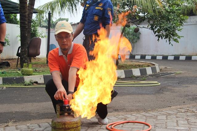 Adakan Simulasi Tanggap Darurat Kebakaran, KPKNL Tangerang I Gandeng Dinas Pemadam Kebakaran BPBD Kota Tangerang