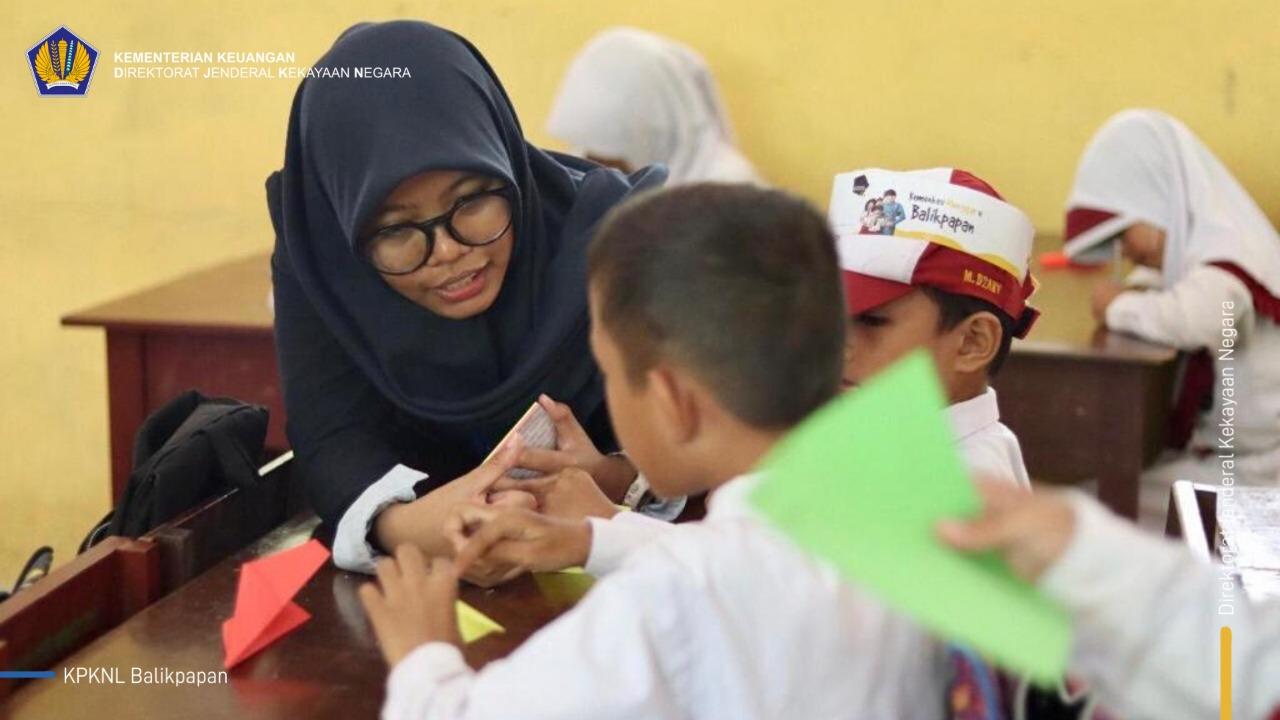 Ikuti Kemenkeu Mengajar, 3 Relawan KPKNL Balikpapan Antusias