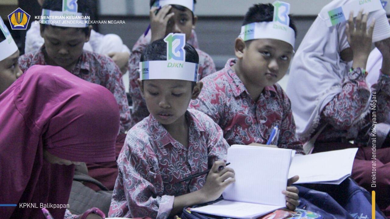 Rayakan PekanKN, KPKNL Balikpapan Ajak Siswa SD Menjadi #AsGuard Sehari
