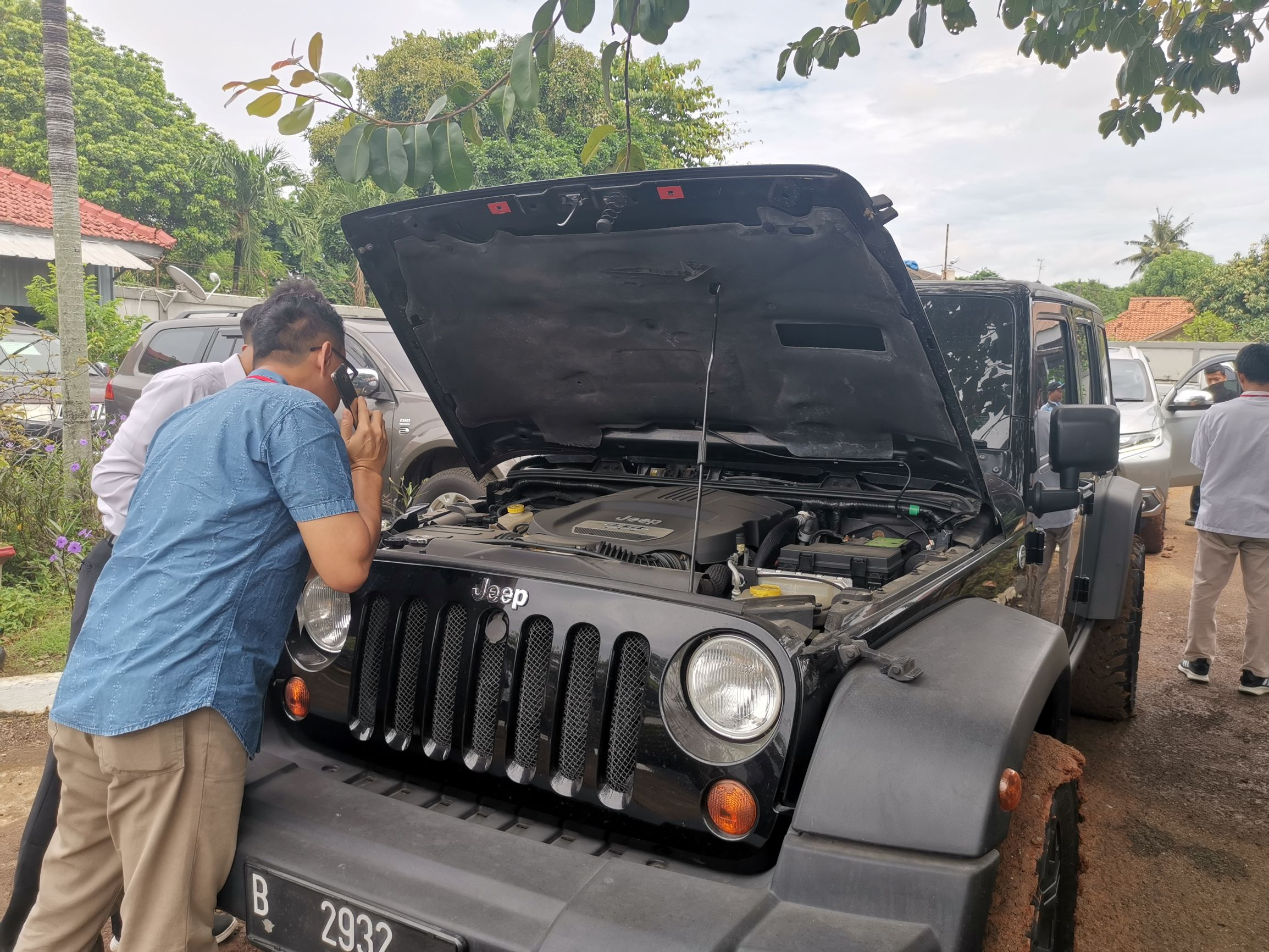 Antusiasme Calon Peserta Lelang dalam acara Aanwijzing Mobil Rampasan KPK