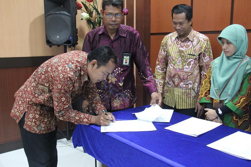 Penandatanganan Kontrak Kinerja Kemenkeu Four – Five pada KPKNL Kendari