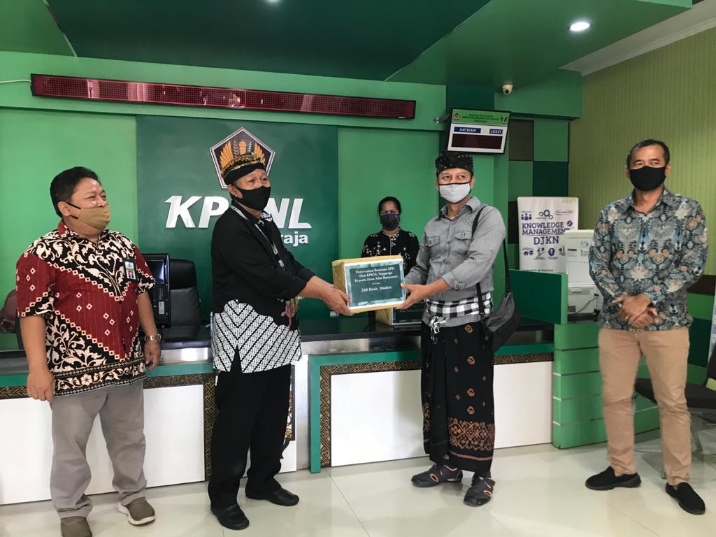 Dukung Pencegahan Covid-19, KPKNL Singaraja Serahkan Bantuan Masker Kepada Desa Banyuasri