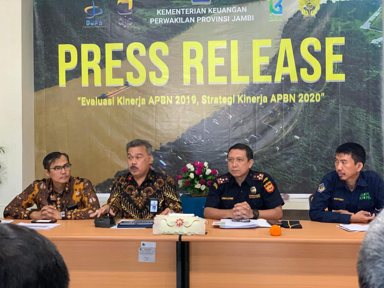 Perwakilan Kementerian Keuangan Provinsi Jambi melaksanakan Press Release Evaluasi Kinerja APBN 2019 serta Strategi Kinerja APBN 2020