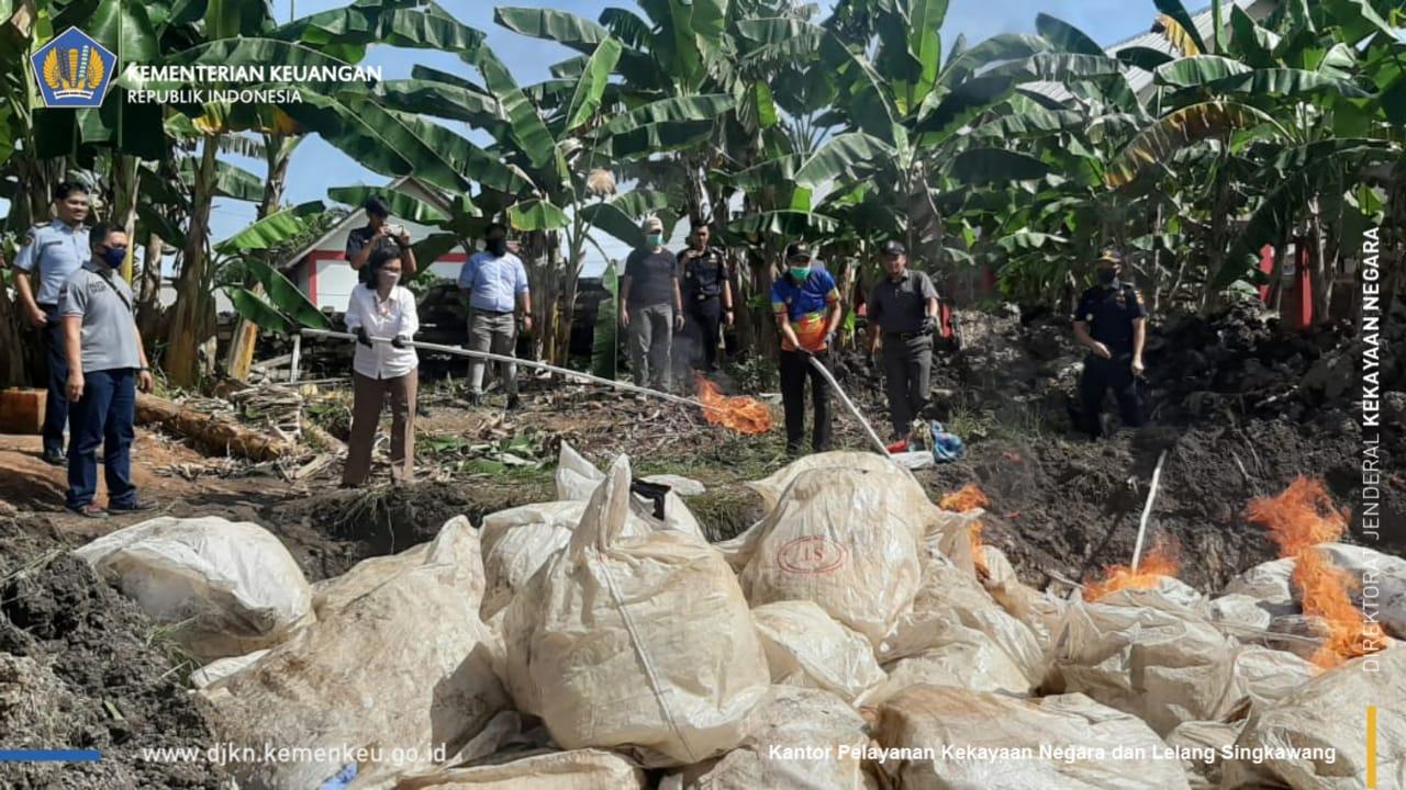 Pemusnahan Barang Hasil Tegahan KPPBC Jagoi Babang