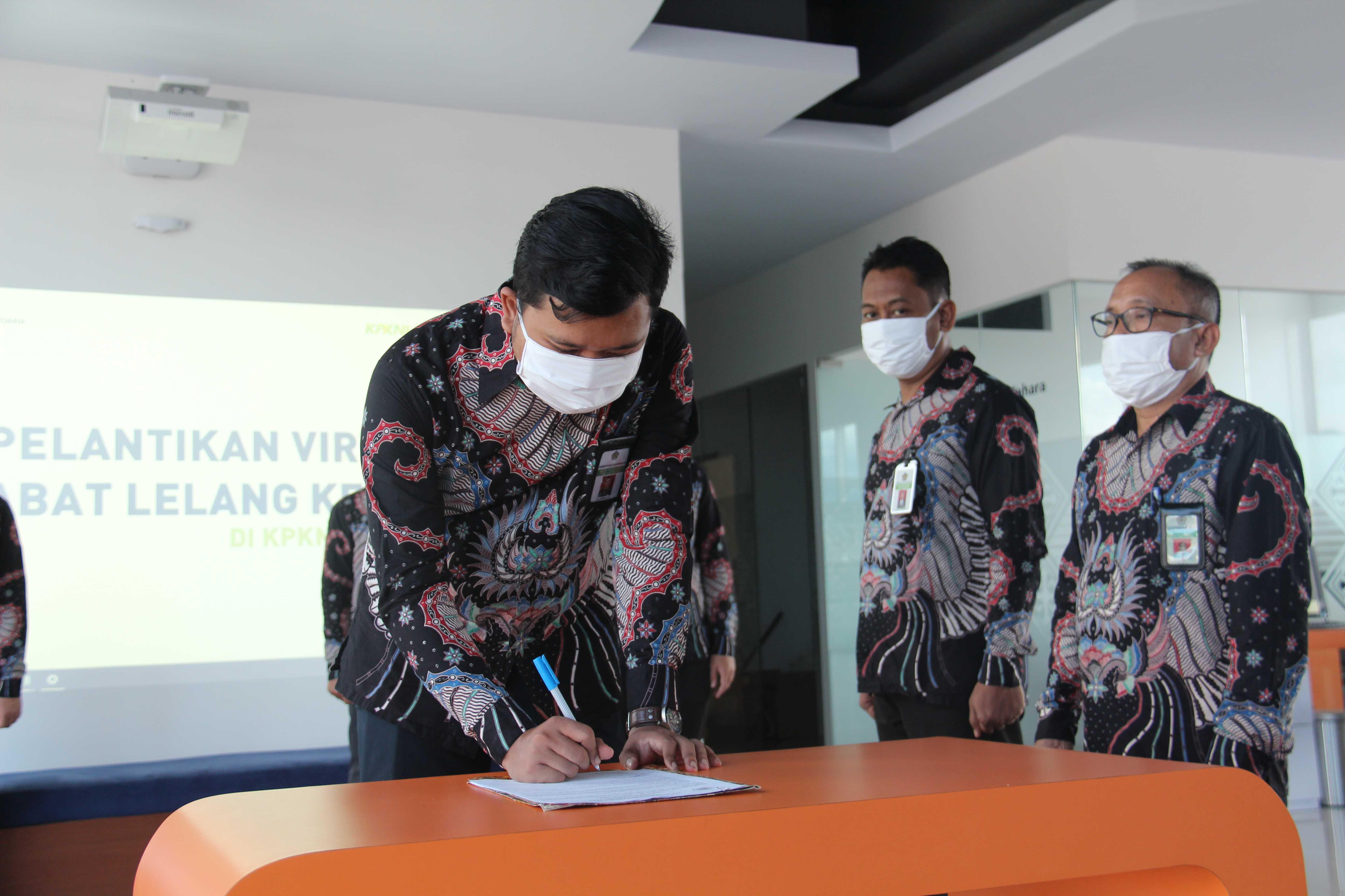 Kakanwil DJKN Suluttenggomalut Lantik Empat Pejabat Lelang Secara Virtual