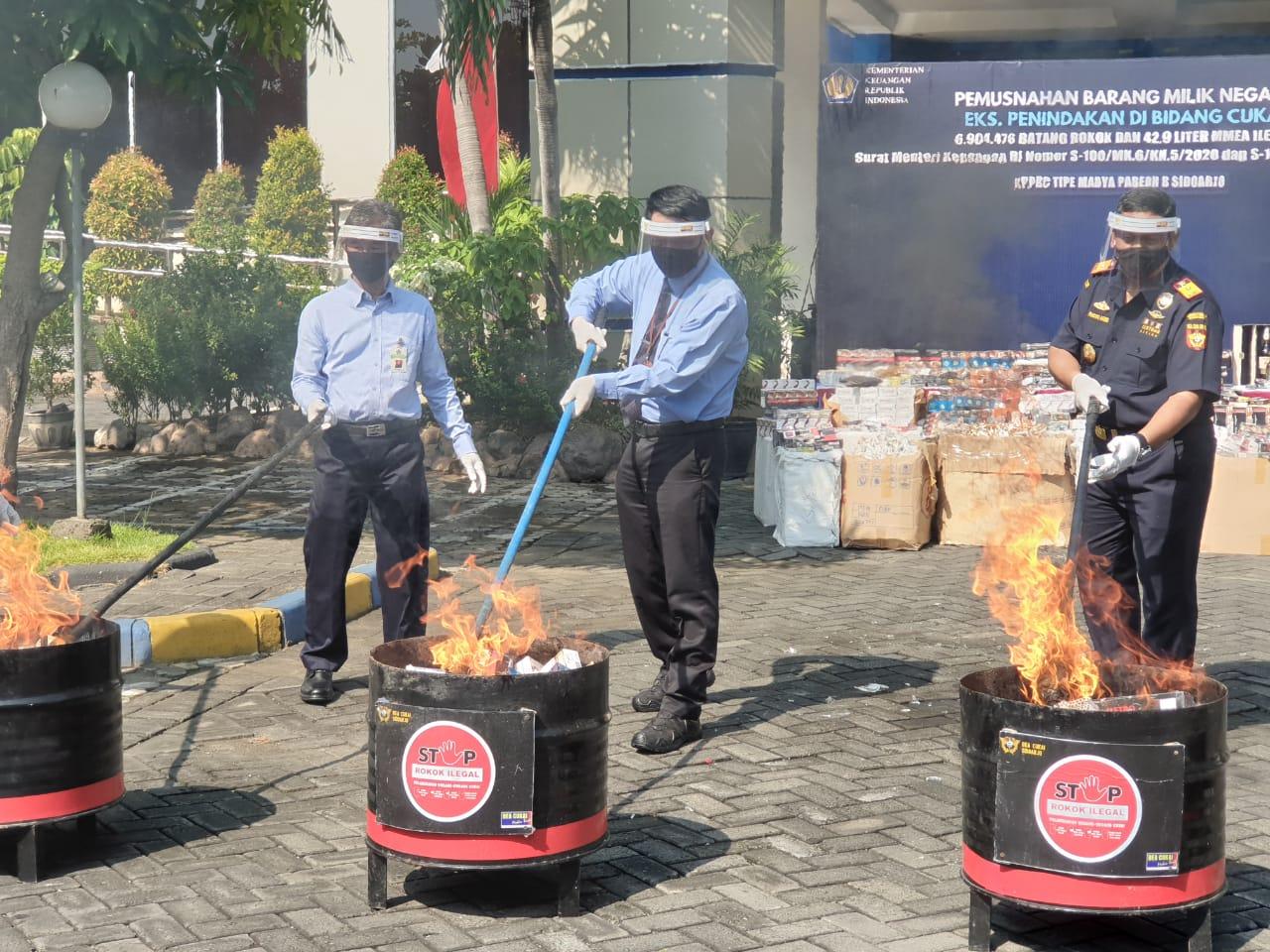 Pemusnahan Barang Kena Cukai Ilegal pada KPPBC Sidoarjo