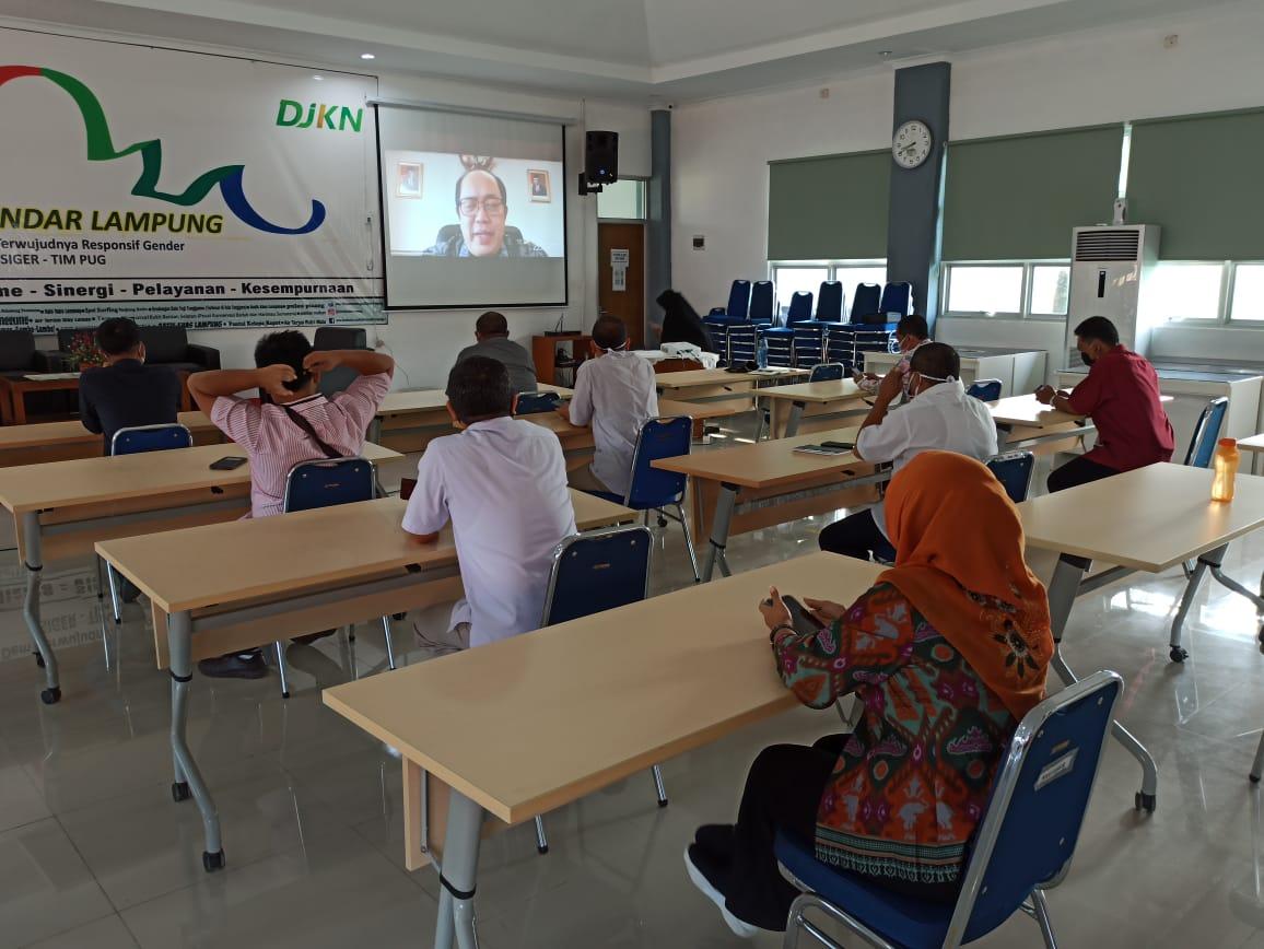 Para Pegawai KPKNL Bandar Lampung Ikuti Webinar ZI-WBK/WBBM di Aula