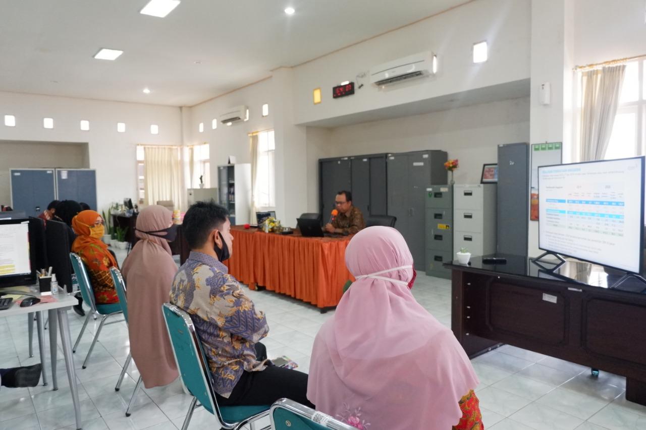 Focus Group Discussion Pejabat Administrator Triwulan III, KPKNL Parepare mengambil Topik Kebijakan Defisit Anggaran Pemerintah