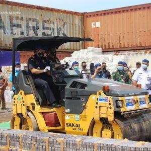 Bersinergi Bersama Kanwil DJBC Banten, KPKNL Tangerang II Turut Serta dalam Pelaksanaan Pemusnahan BMN