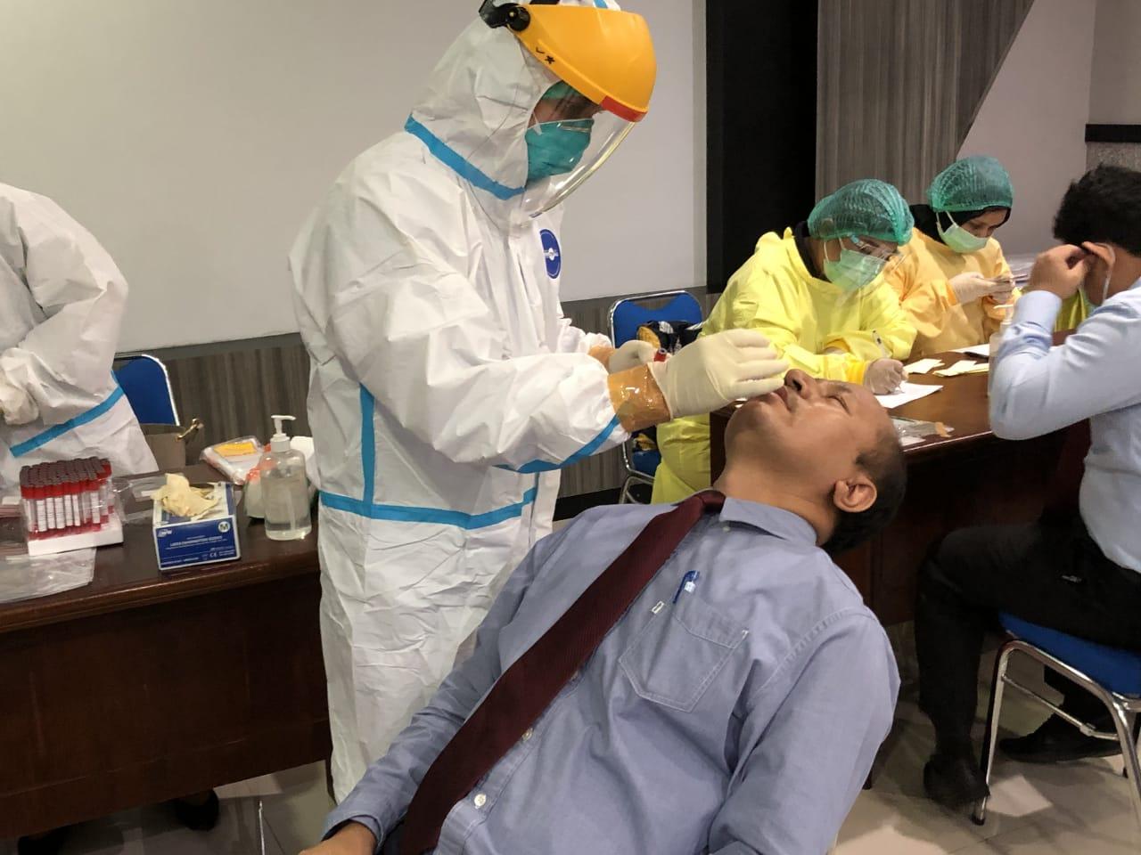 Gandeng BTKLPP, KPKNL Medan Adakan Swab Test/ PCR Bagi Seluruh Pegawai