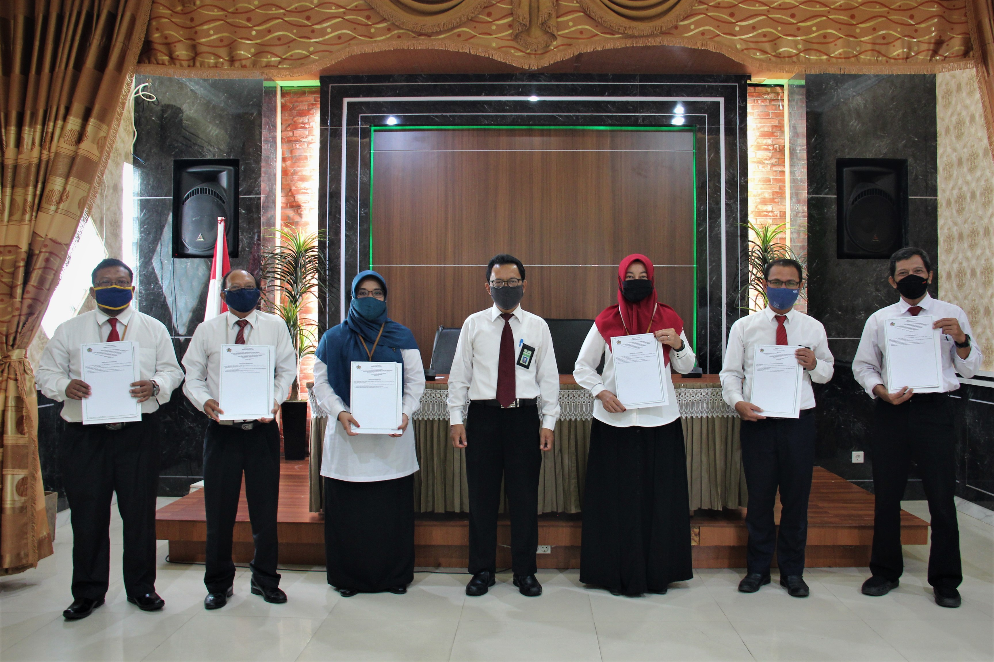 Penandatanganan Kontrak Kinerja Kemenkeu Three, Four, Five dan Pejabat Fungsional KPKNL Palangka Raya
