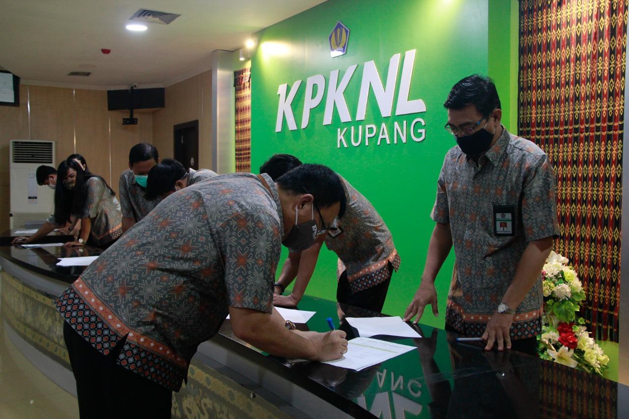 Penandatanganan Kontrak Kinerja Tahun 2021 Pada KPKNL Kupang
