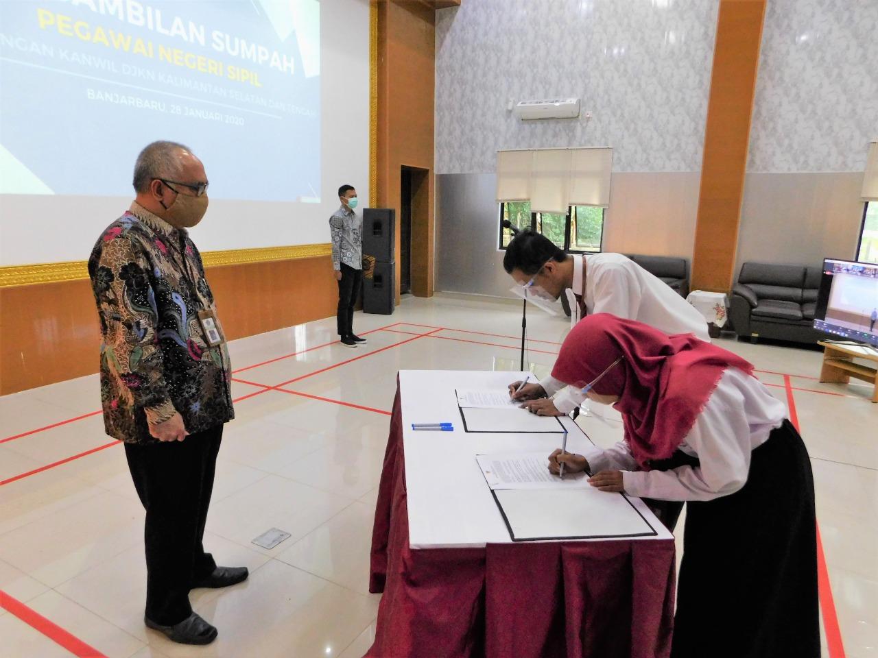 Lantik 4 Pegawai Negeri Sipil, Kakanwil DJKN Kalselteng : Bekerja Cerdas, Tuntas dan Inovatif