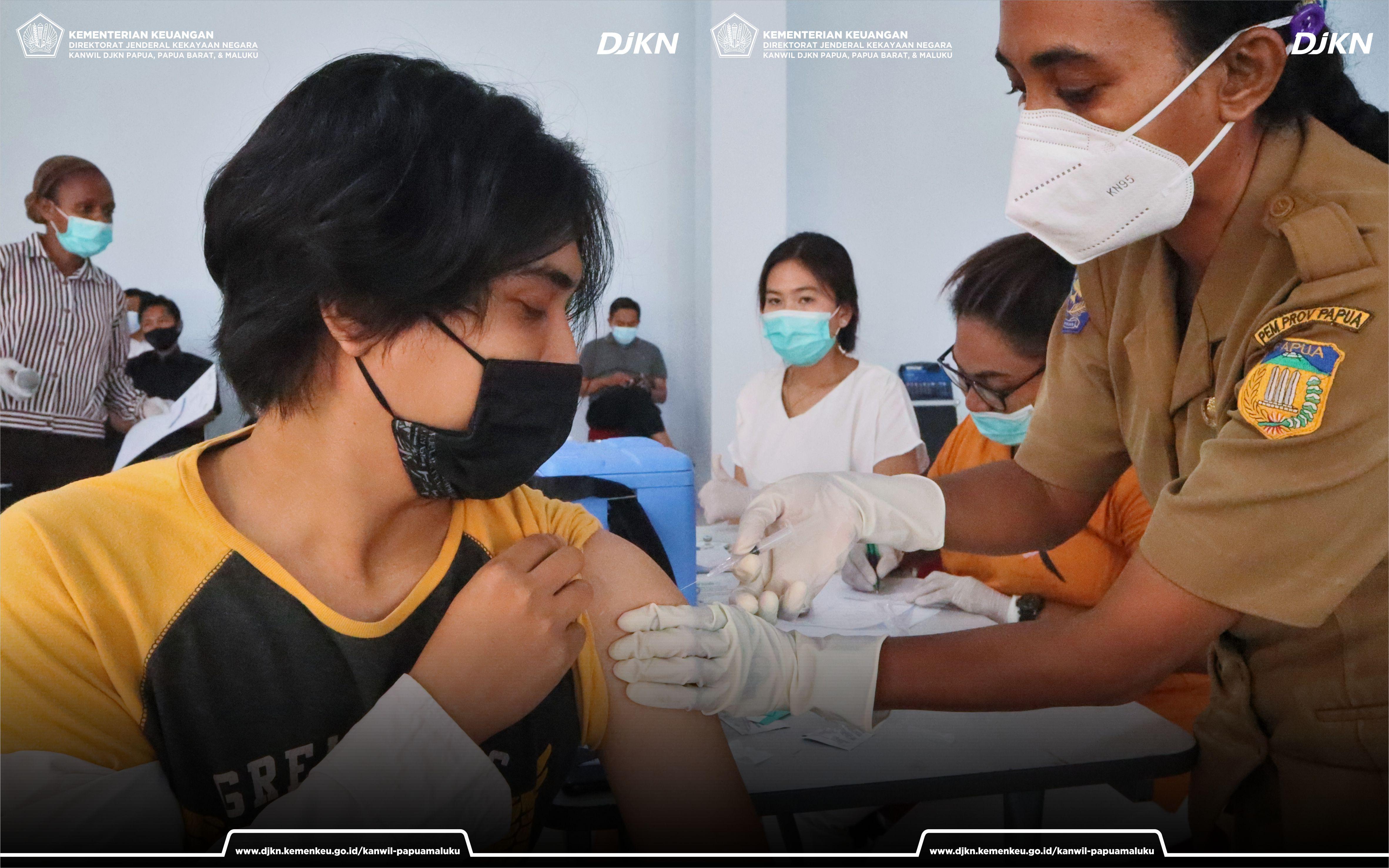 Vaksinasi COVID-19 Pegawai Kementerian Keuangan Kota Jayapura Tahap II