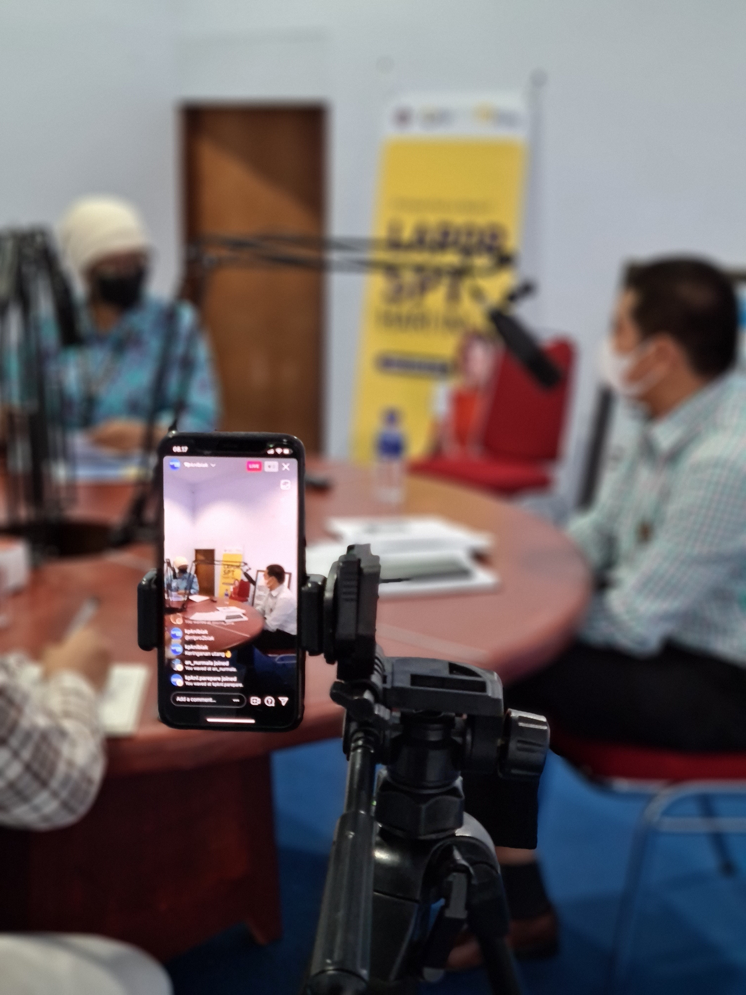 Bersama RRI, KPKNL Biak Sosialisasikan Keringanan Utang Melalui Program 'Pojok Keuangan'