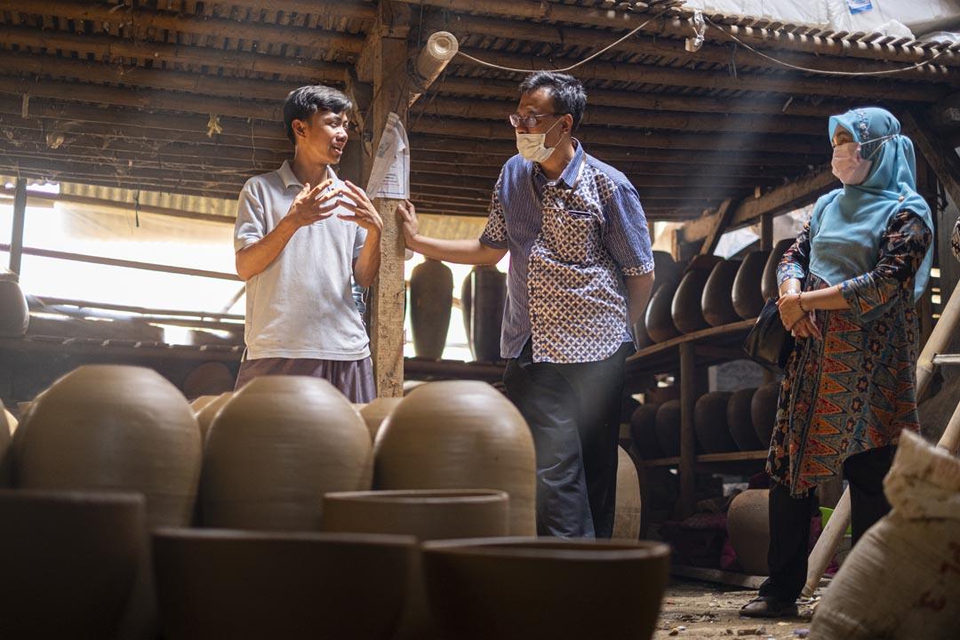 Promosikan UMKM Kelas Dunia, KPKNL Purwakarta Kunjungi Pengrajin Keramik di Plered