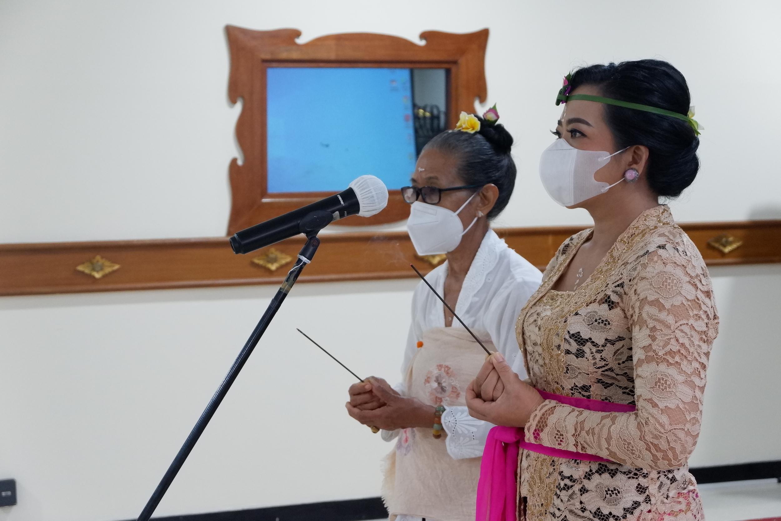 Kepala Kanwil DJKN Balinusra Melantik dan Mengambil Sumpah Pejabat Lelang Kelas II