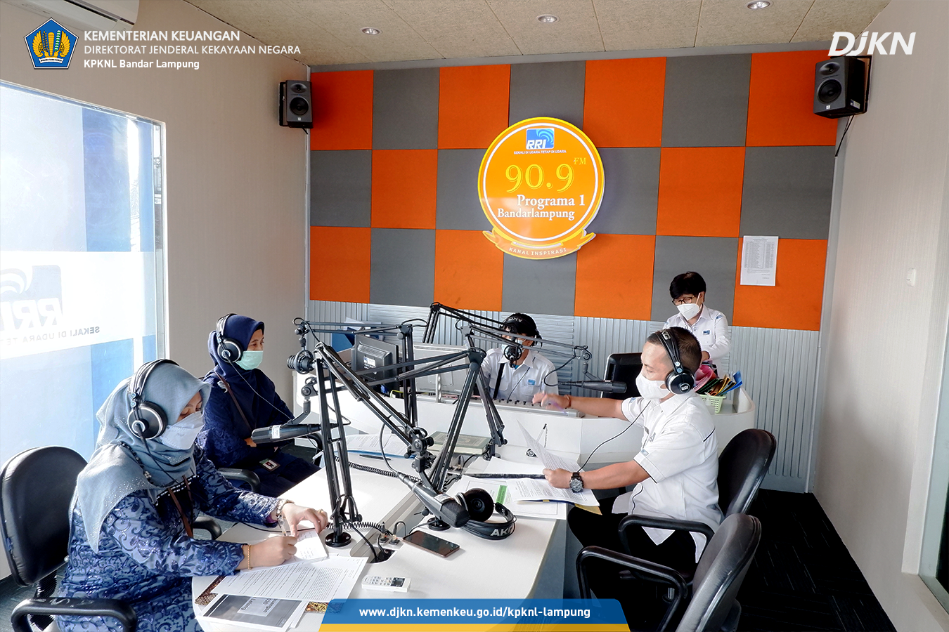 Mengudara Bersama RRI Bandar Lampung, KPKNL Bandar Lampung Siarkan Program Keringanan Utang dan Lelang