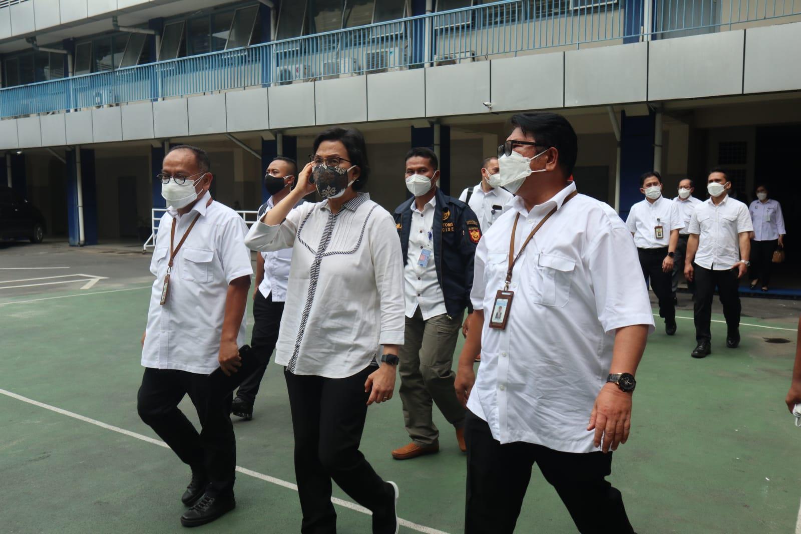 """Kunjungan Singkat Menteri Keuangan RI, Sri Mulyani Indrawati di KPKNL Medan, """"Jaga Profesionalisme, Integritas, dan Semangat Berprestas"""