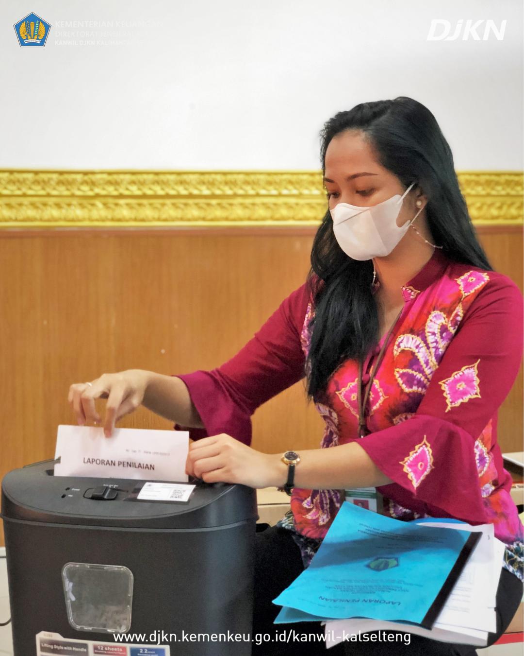 Pemusnahan 1.737 Bundel Arsip pada Kanwil DJKN Kalselteng