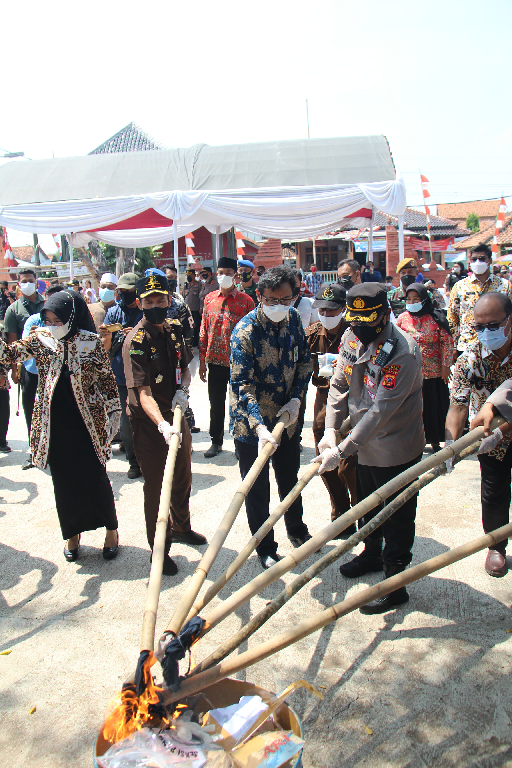 Dukung Cipta Kondisi, KPKNL Cirebon Ikut Musnahkan Minuman Keras Dan Obat Terlarang