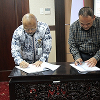 Kepala Kanwil DJKN Jawa Timur Serahkan Aset Bekas Milik Asing/Tionghoa kepada  Rektor Universitas Negeri Malang