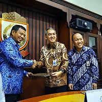 PT SMF Benahi Perumahan Kumuh di Bira Makassar