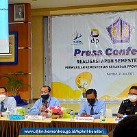 KPKNL Kendari Sampaikan PNBP Pengelolaan Kekayaan Negara dan Lelang dalam Pers Confrence