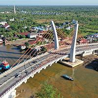 Perkuat Konektivitas Antar Wilayah, Presiden Jokowi Resmikan Jembatan Sei Alalak